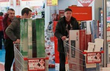Россияне массово скупают бытовую технику из-за обвала рубля