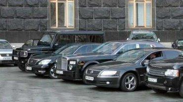 У Порошенко покупают новые 15 седанов Toyota и 1 джип