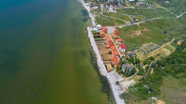 Группа судей построила себе виллы на общественном пляже в Коблево