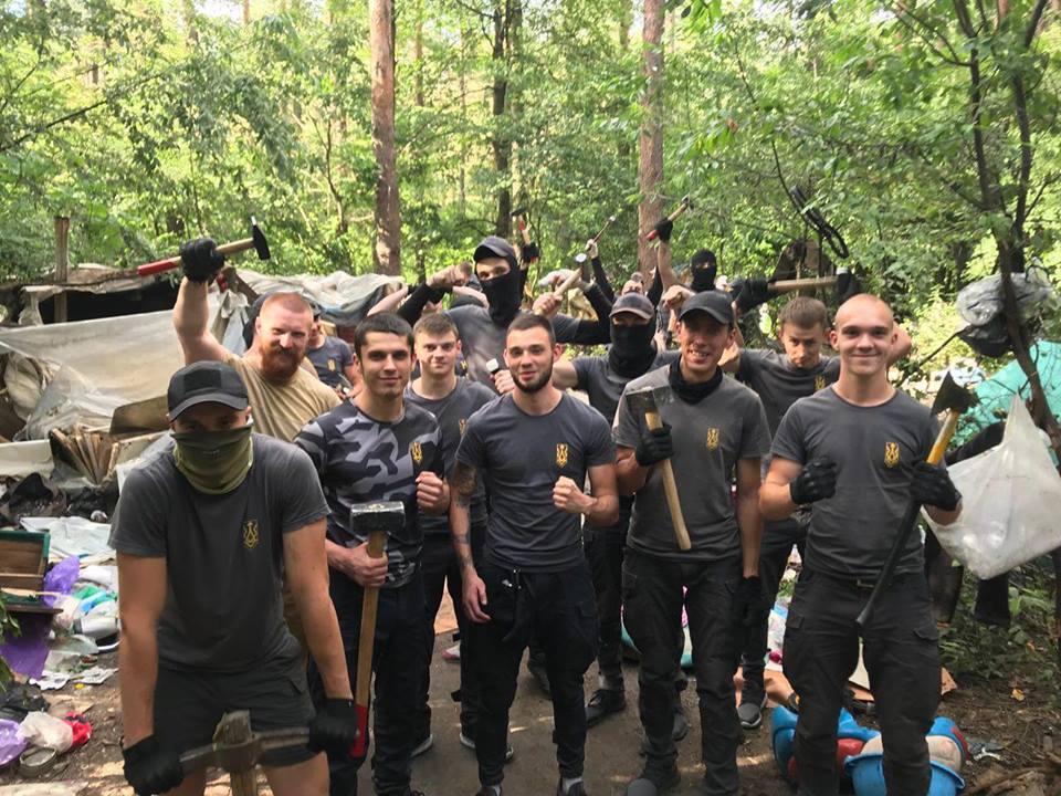 Нацдружины разгромили лагерь ромов в Голосеевском парке