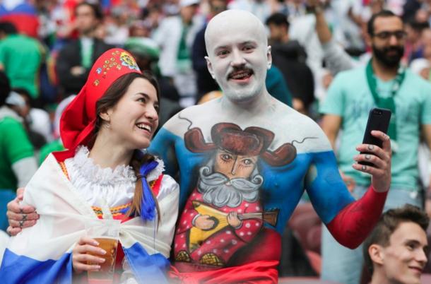 В сети ужасаются нарядами российских болельщиков