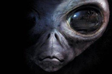 Пришельца с грудью второго размера сняли во время опытов в «зоне 51″