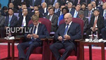 Коля Лукашенко на саммите ШОС сел в один ряд с главами государств
