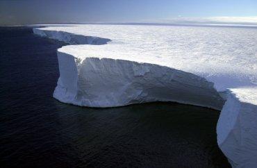 Крупнейшему айсбергу, зарегистрированному в Антарктиде, грозит исчезновение