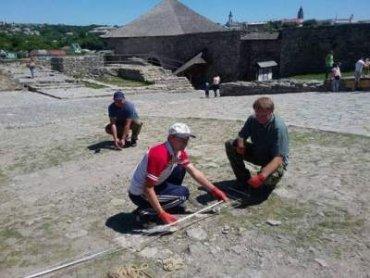 В Каменце-Подольском раскапывают церковь XIV века
