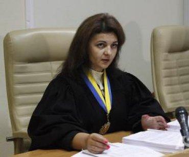 Судебно-рейдерский роман: Олеся Батрин и Борис Непомящий