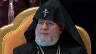 Армяне снова протестуют и требуют отставки католикоса Гарегина II
