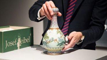 Обнаруженная на чердаке китайская ваза 18-го века продана на аукционе за €16 млн
