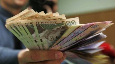 Украину заполонили фальшивые деньги: самые популярные – 100 и 500 гривен