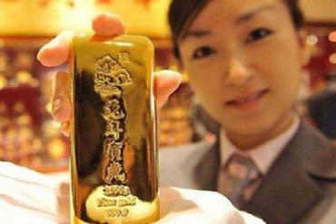 Медведев разрешил китайцам добывать золото в Сибири