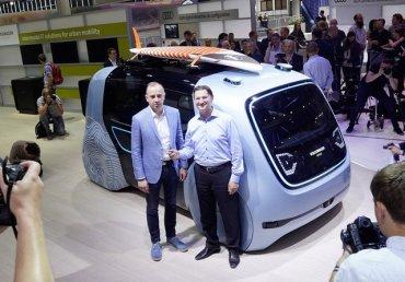 Автомобили будущего: Volkswagen придумал кубический беспилотник без водительского места