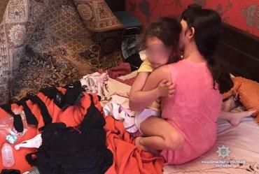 Муж с женой, снимавшие порно с 4-летней дочерью, оказались братом и сестрой