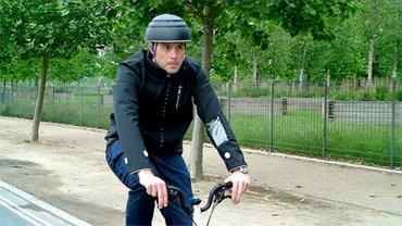 «Умная» куртка Ford сделает езду на велосипеде в городе более безопасной