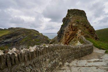 В «замке короля Артура» нашли камень с граффити на разных языках