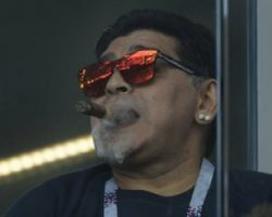 Марадона курил на трибуне во время матча ЧМ-2018