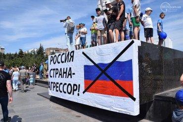 Годовщину освобождения от ДНР в Мариуполе отпраздновали парадом