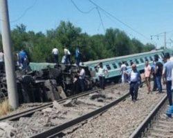 В Казахстане сошел с рельсов пассажирский поезд