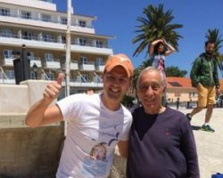 Украинец случайно встретил президента Португалии на пляже