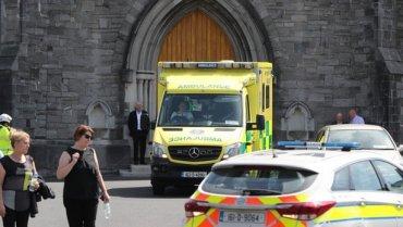 В Ирландии священник на автомобиле въехал в толпу