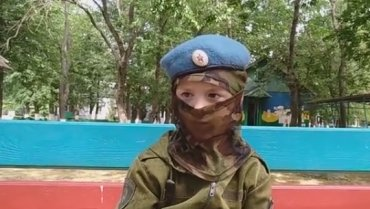 Мальчик из ДНР рассказал, как стреляет по украинским военным