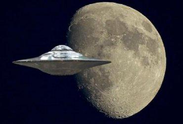 Возле Луны пролетел огромный НЛО