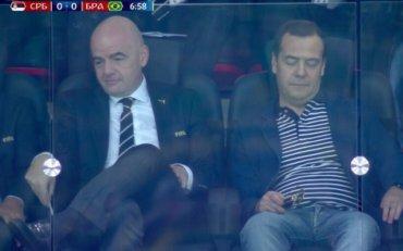 Медведев заснул на седьмой минуте футбольного матча