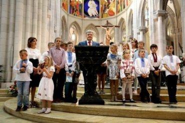 Порошенко призвал украинцев молиться, чтобы УПЦ получила автокефалию