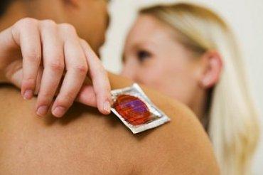 Продавец из Новгорода продавала иностранцам дырявые презервативы «для улучшения генофонда»