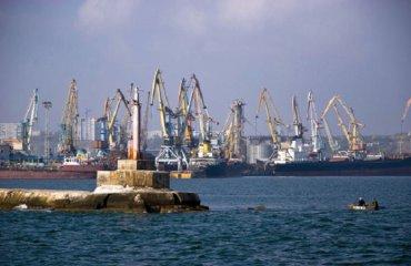 Экономика Бердянска под угрозой: россияне задержали почти 100 украинских судов в Азовском море