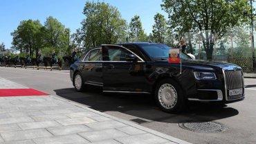 Новый лимузин Путина привезли на встречу с Трампом