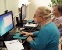 Пенсия или зарплата: украинцев заставят выбирать