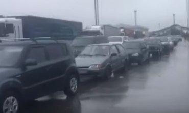 На российской границе огромные автомобильные очереди