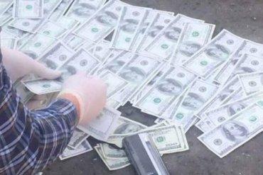 Священник Киево-Печерской Лавры пытался вывезти в Россию тысячи долларов