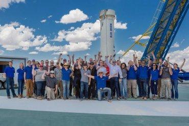Ближе к космосу. Blue Origin успешно испытала пассажирскую капсулу своей ракеты