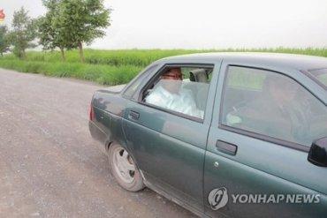 Ким Чен Ын разъезжает по КНДР на зеленой «Приоре»
