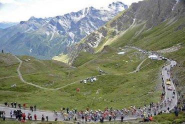 Протестующие фермеры сорвали этап «Тур де Франс»