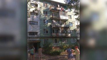 В России мужчина доказывал коммунальщикам аварийность своего балкона и разбился насмерть