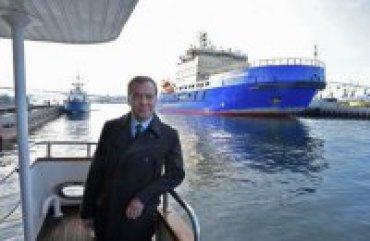 МИД Украины выразил протест против визита Медведева в Крым
