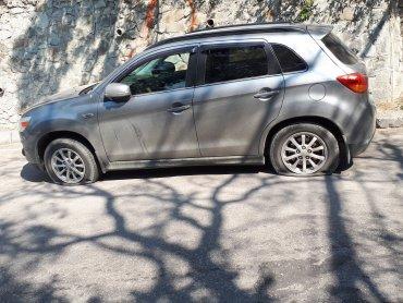 Крымчане массово режут шины российским автомобилям