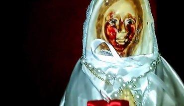 В Аргентине , статуя Девы Марии заплакала кровавыми слезами