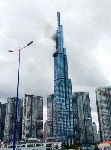 Во Вьетнаме загорелось самое высокое здание: эксперт рассказал, стоит ли боятся пожаров киевлянам