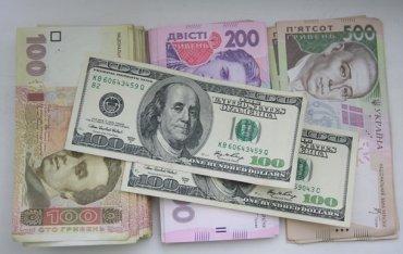 НБУ уже потратил полмиллиарда на «спасение» гривны