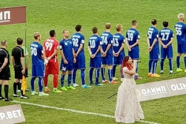 Украинский футболист объяснил, почему отвернулся от флага России