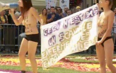 Активистки Femen растоптали знаменитый цветочный ковер в Брюсселе