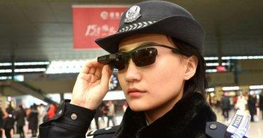 Для китайской полиции разработали очки с технологией распознавания лиц
