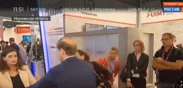 Журналистка «России 24″ упала в обморок в прямом эфире