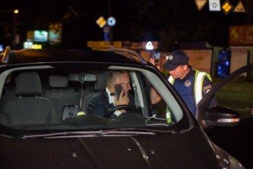 В Киеве бывшего посла Украины в США поймали пьяным за рулем