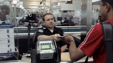 В США система распознавания лиц в аэропорту впервые обнаружила мошенника