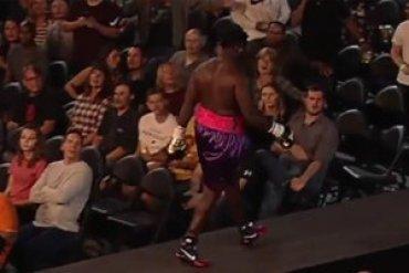 Американский боксер сбежал с ринга в знак протеста