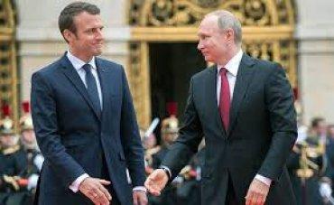 Макрон предлагает пересмотреть отношения с Россией